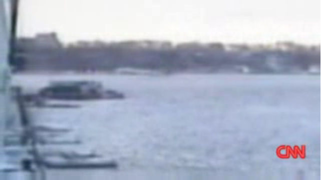 Plane landing on Hudson River in New York
